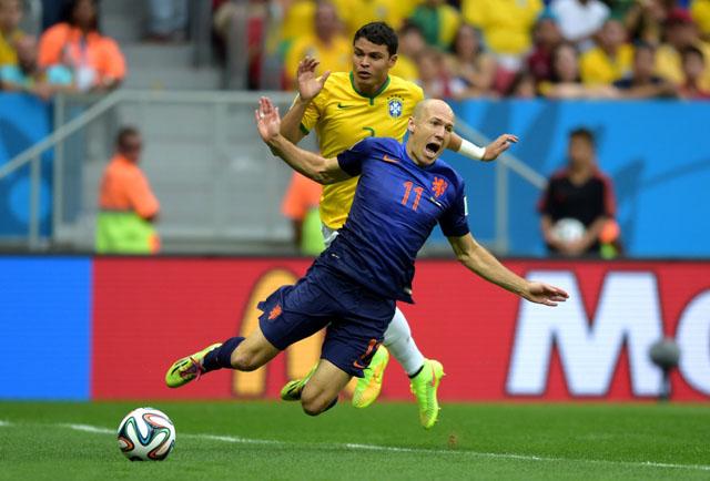 世界杯图报:罗本十大摔倒瞬间